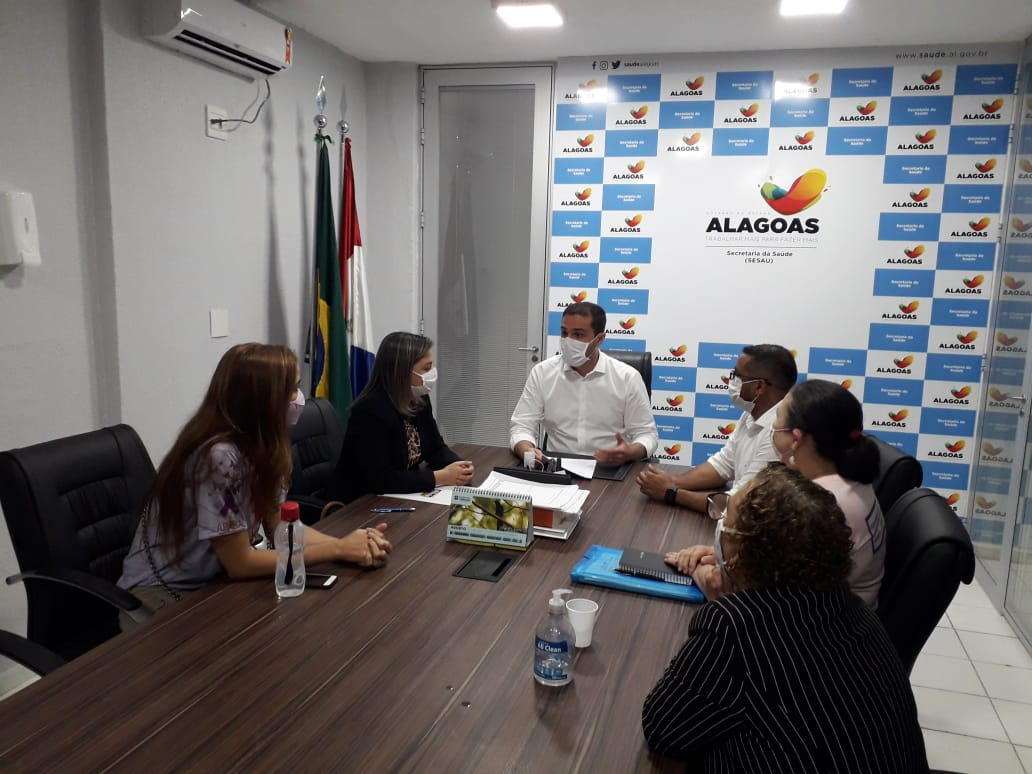 Flávia Cavalcante pede ampliação de políticas públicas para fibromiálgicos ao secretário de saúde