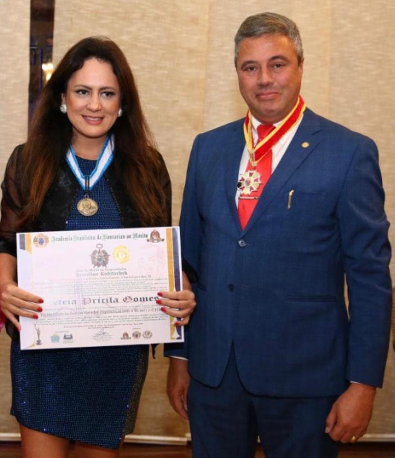 Fábio Santos, presidente e Ceo da Union Life, recebe condecorações
